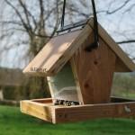 Mangeoire oiseaux avec reservoir de graines